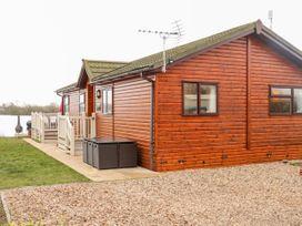 Waterfront Lodge - Lincolnshire - 1027062 - thumbnail photo 1