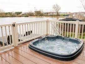 Waterfront Lodge - Lincolnshire - 1027062 - thumbnail photo 15