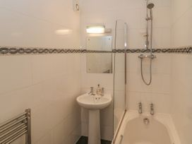 Flat 4 - Whitby & North Yorkshire - 1034058 - thumbnail photo 12