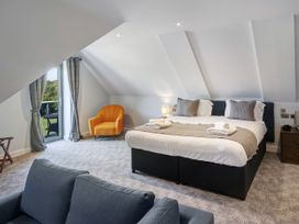 Cotswold Club (Apartment 4 Bedrooms with Golf View) - Cotswolds - 1034456 - thumbnail photo 9