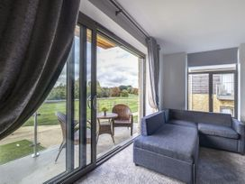 Cotswold Club Golf View 2 Bedroom Apartment - Cotswolds - 1035068 - thumbnail photo 5