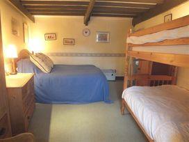Milkwood Cottage - South Wales - 1035454 - thumbnail photo 15
