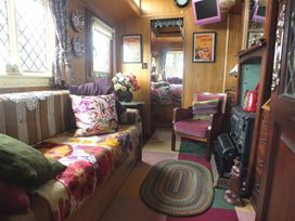 Dolly the Circus Wagon - South Wales - 1035654 - thumbnail photo 3