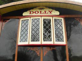 Dolly the Circus Wagon - South Wales - 1035654 - thumbnail photo 9