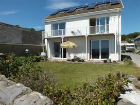 6 bedroom Cottage for rent in Pendine