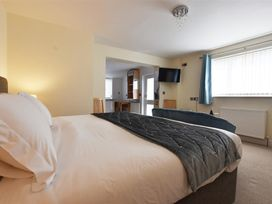 Hengoed Apartment - South Wales - 1035682 - thumbnail photo 9