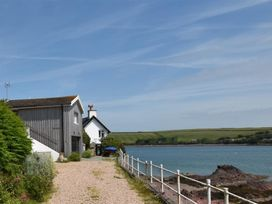 Blackrock Boathouse - South Wales - 1036102 - thumbnail photo 1