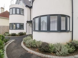 Flat 2, 38 Preston Road - Dorset - 1037083 - thumbnail photo 2