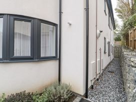 Flat 2, 38 Preston Road - Dorset - 1037083 - thumbnail photo 3