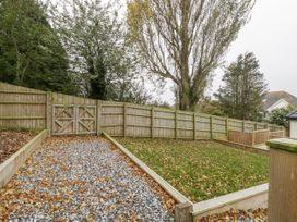Flat 2, 38 Preston Road - Dorset - 1037083 - thumbnail photo 25