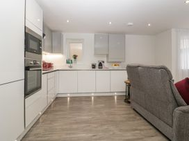 Flat 2, 38 Preston Road - Dorset - 1037083 - thumbnail photo 7
