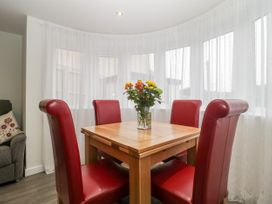Flat 2, 38 Preston Road - Dorset - 1037083 - thumbnail photo 8