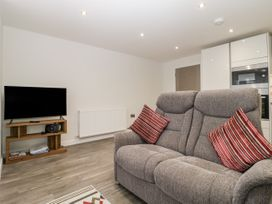 Flat 2, 38 Preston Road - Dorset - 1037083 - thumbnail photo 5