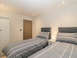 Flat 2, 38 Preston Road - Dorset - 1037083 - thumbnail photo 13
