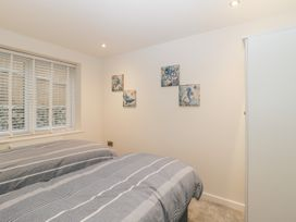 Flat 2, 38 Preston Road - Dorset - 1037083 - thumbnail photo 14