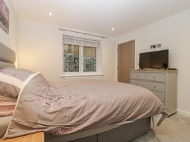 Flat 2, 38 Preston Road - Dorset - 1037083 - thumbnail photo 17