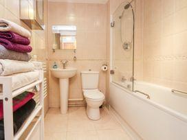 Apartment 32 - North Wales - 1037389 - thumbnail photo 12