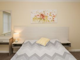 Bassett Green Apartment 1 - South Coast England - 1037537 - thumbnail photo 15