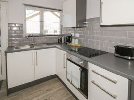 2 Bay View Road - Anglesey - 1037743 - thumbnail photo 9