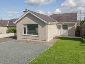 2 Bay View Road - Anglesey - 1037743 - thumbnail photo 1