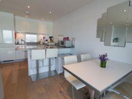 Apartment 3 Fistral Beach - Cornwall - 1038203 - thumbnail photo 9