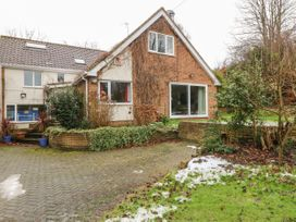 11 Queens Drive - North Wales - 1038287 - thumbnail photo 1
