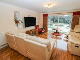 11 Queens Drive - North Wales - 1038287 - thumbnail photo 3