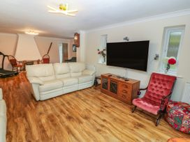 11 Queens Drive - North Wales - 1038287 - thumbnail photo 4