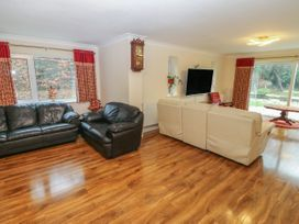 11 Queens Drive - North Wales - 1038287 - thumbnail photo 5