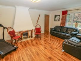 11 Queens Drive - North Wales - 1038287 - thumbnail photo 6