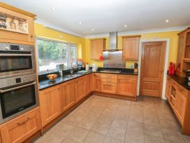 11 Queens Drive - North Wales - 1038287 - thumbnail photo 9
