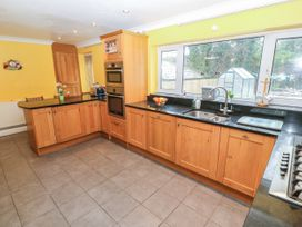 11 Queens Drive - North Wales - 1038287 - thumbnail photo 10