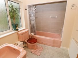 11 Queens Drive - North Wales - 1038287 - thumbnail photo 22