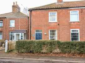 Bumble Bee Cottage - Lincolnshire - 1039754 - thumbnail photo 1