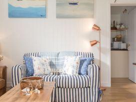The Blue Beach House - Isle of Wight & Hampshire - 1039822 - thumbnail photo 4