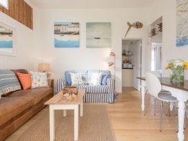 The Blue Beach House - Isle of Wight & Hampshire - 1039822 - thumbnail photo 9