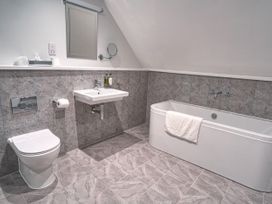 Cotswold Club Apartment (2 Bedroom Sleeps 4) - Cotswolds - 1040156 - thumbnail photo 9
