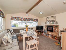 Moonstone Lodge - Kent & Sussex - 1040258 - thumbnail photo 3
