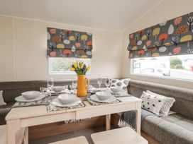 Moonstone Lodge - Kent & Sussex - 1040258 - thumbnail photo 4
