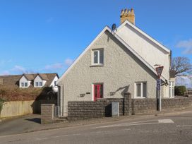 2 bedroom Cottage for rent in Newport