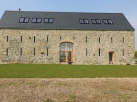 Tithe Barn - Anglesey - 1041113 - thumbnail photo 1