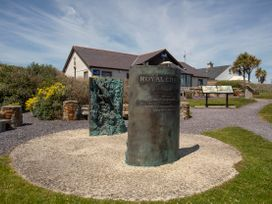 Tamarisk - Anglesey - 1042367 - thumbnail photo 25