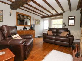 4 Castle Cottage - Whitby & North Yorkshire - 1043214 - thumbnail photo 3