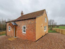 Shepherd's Cottage - Lincolnshire - 1043408 - thumbnail photo 1
