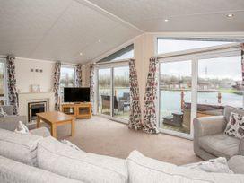 Capernwray 21 (Platinum 3 Bedroom-Pet with Hot Tub) - Lake District - 1043800 - thumbnail photo 4