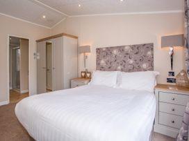 Capernwray 21 (Platinum 3 Bedroom-Pet with Hot Tub) - Lake District - 1043800 - thumbnail photo 13