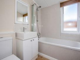 Capernwray 21 (Platinum 3 Bedroom-Pet with Hot Tub) - Lake District - 1043800 - thumbnail photo 15