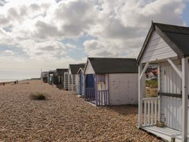 Sunshine Chalet (No 85) - Kent & Sussex - 1044450 - thumbnail photo 21