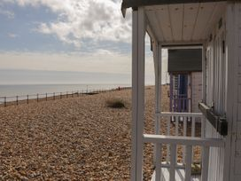 Sunshine Chalet (No 85) - Kent & Sussex - 1044450 - thumbnail photo 22