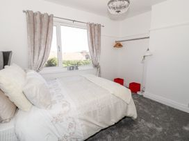 4 Berwyn Crescent - North Wales - 1044589 - thumbnail photo 7